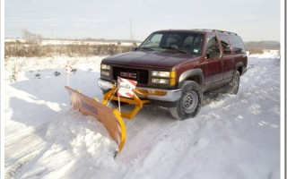 Как трактор чистит снег?