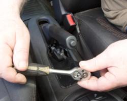 21 шаг замены ручного тормоза и как подтянуть ручник на Весте