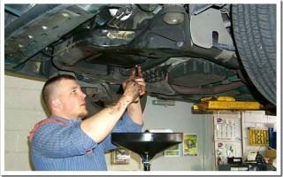 Как поменять масло в двигателе самому?