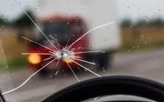 Преимущества профессионального ремонта трещин и сколов на лобовых стеклах