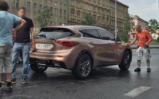 Infiniti Q30 засветился на съемках в Праге