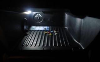 Как снять крышку бардачка на Форд Фокус 2