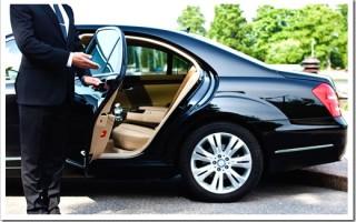 Что выгоднее: аренда авто с водителем или такси?