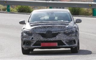 Новое поколение Renault Megane появилось на шпионских фото