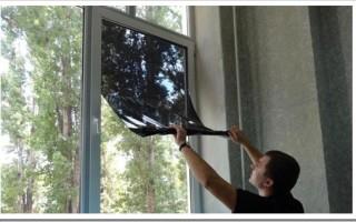 Виды и как наклеить тонировочную пленку на окно дома