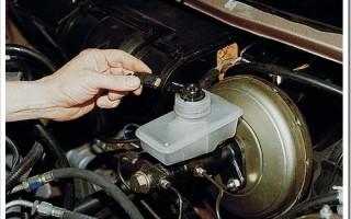 Как заменить тормозную жидкость?