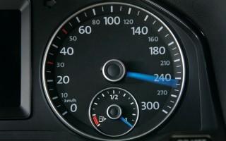 С какой скоростью нужно ездить на трассе?