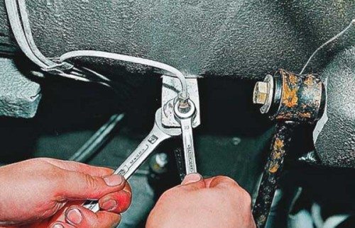 Как починить тормозную трубку на автомобиле