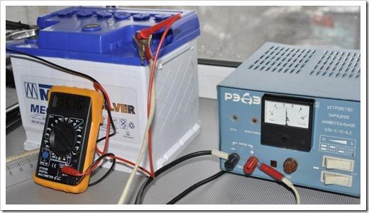 Зарядка аккумулятора при помощи зарядного устройства